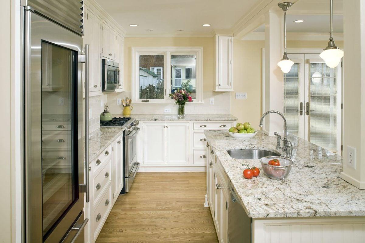 traditional kitchen Sắp xếp phong thủy nhà để tăng vận may tiền bạc qpdesign