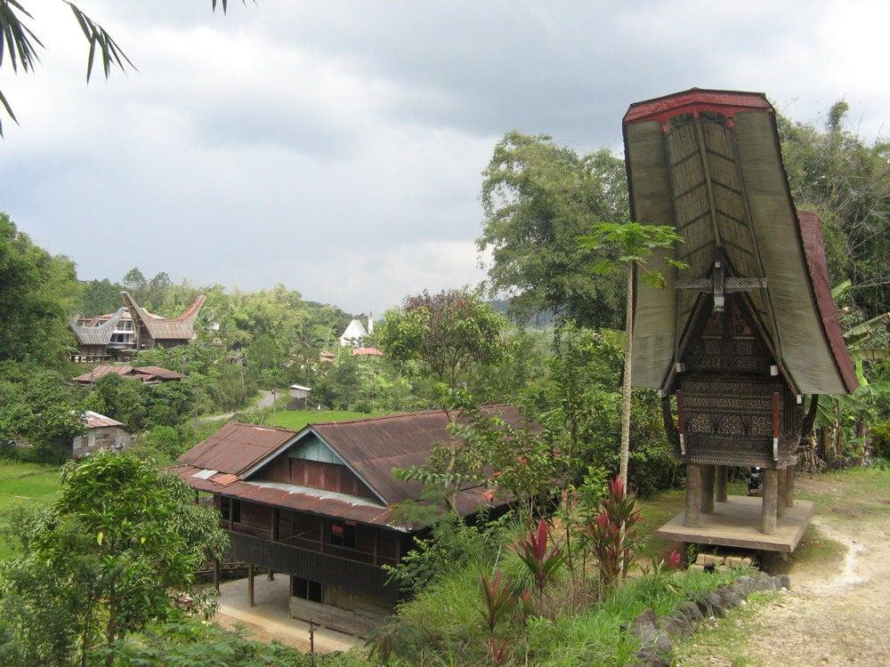 Redsvn-Tongkonan-Toraja-07