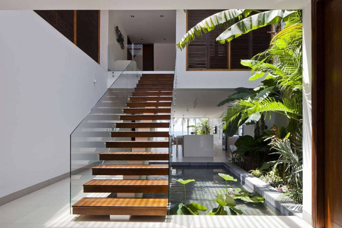 beautiful-staircase-construction