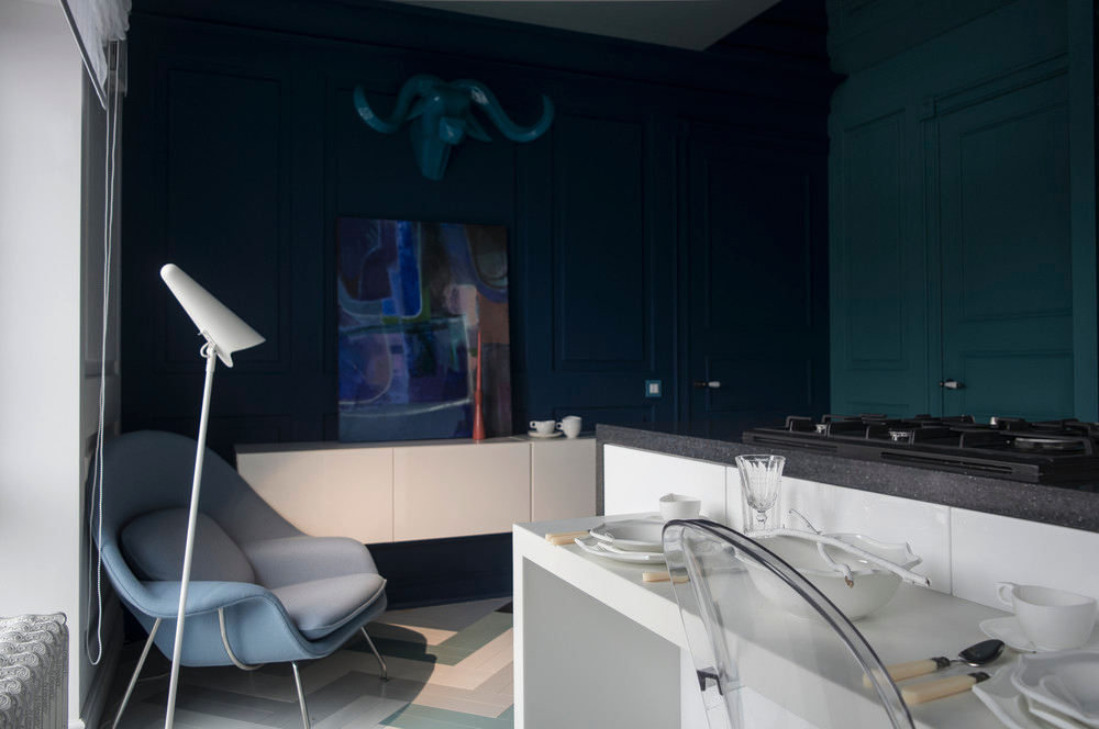 blue paneled walls 10 mẫu nhà bếp hiện đại cho những người thích nấu nướng (P2) qpdesign