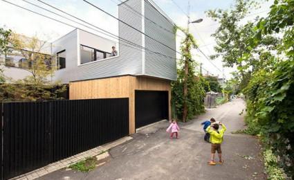 Ngôi nhà phong cách hiện đại được cải tạo từ một garage cũ
