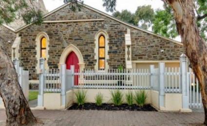 Ngắm không gian sống độc đáo được cải tạo từ… nhà thờ