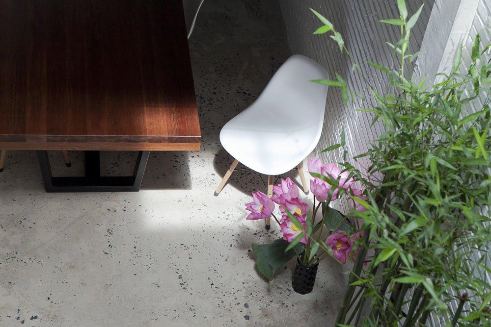 ngoi nha o sai gon 10 Ngôi nhà giữa nhà ở Sài Gòn thoáng đãng với vườn cây qpdesign
