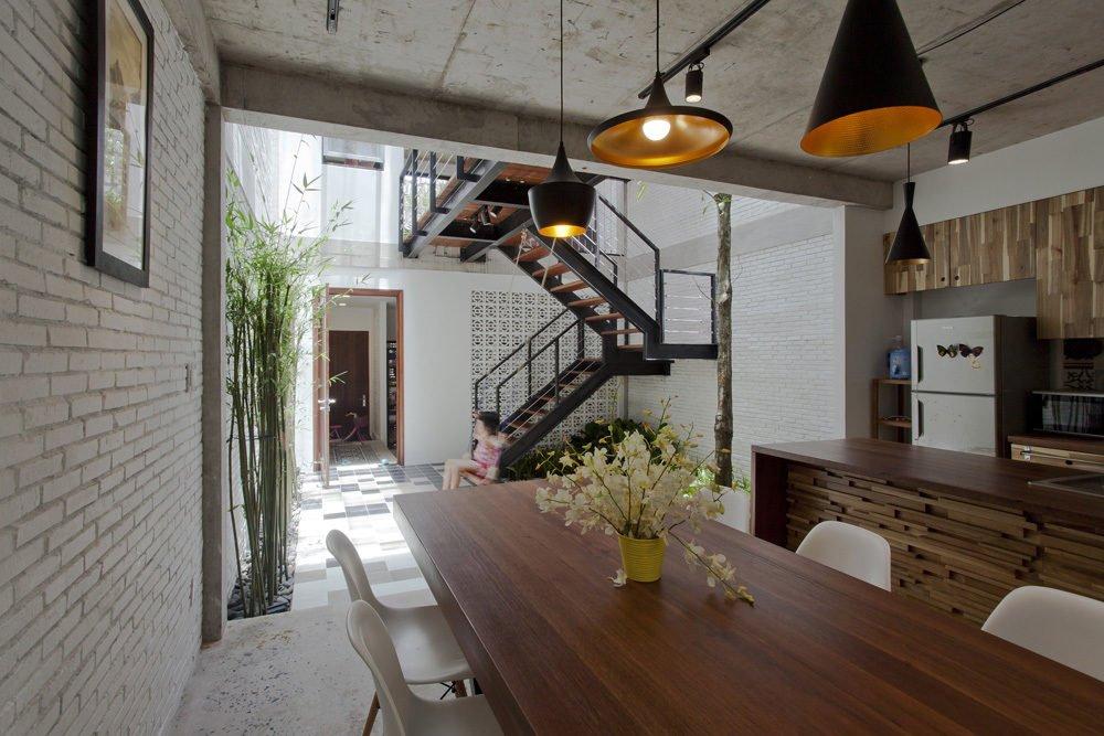 ngoi nha o sai gon 3 Ngôi nhà giữa nhà ở Sài Gòn thoáng đãng với vườn cây qpdesign