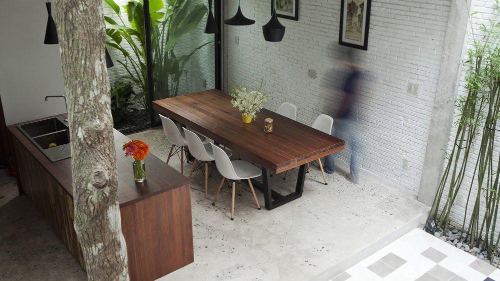 ngoi nha o sai gon 7 Ngôi nhà giữa nhà ở Sài Gòn thoáng đãng với vườn cây qpdesign