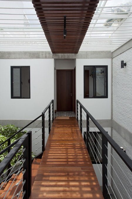 ngoi nha o sai gon 9 Ngôi nhà giữa nhà ở Sài Gòn thoáng đãng với vườn cây qpdesign