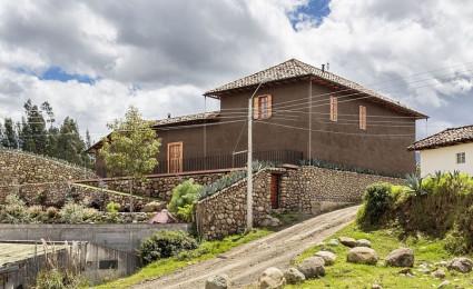 Loma House: Ngôi nhà kết hợp vẻ đẹp truyền thống và hiện đại tại Ecuador