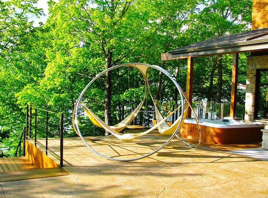 Trang trí sân vườn theo chủ đề mùa hè với võng