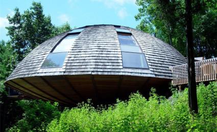 Ấn tượng nhà gỗ với thiết kế như một chiếc đĩa bay