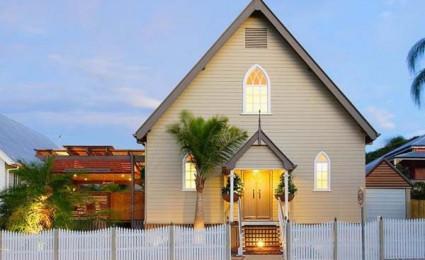 Nhà thờ được cải tạo lại thành một không gian sống hiện đại và tiện nghi