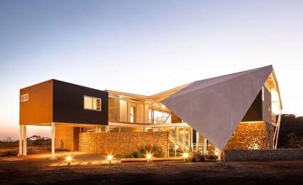 Biệt thự nghỉ dưỡng ấn tượng với mái nhà độc đáo
