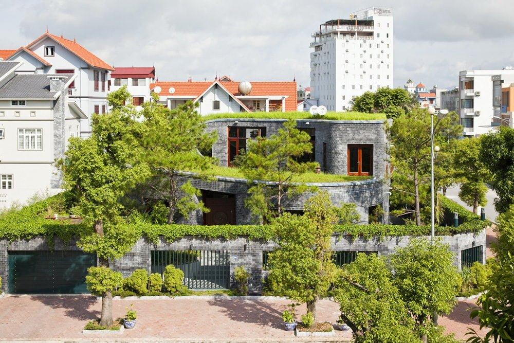 1 1398138906 1200x0 Ngôi nhà đá phủ cây xanh giành giải Kiến trúc xanh Việt Nam qpdesign