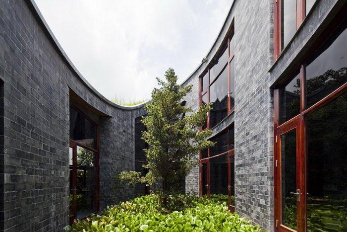 11 1398138909 1200x0 Ngôi nhà đá phủ cây xanh giành giải Kiến trúc xanh Việt Nam qpdesign