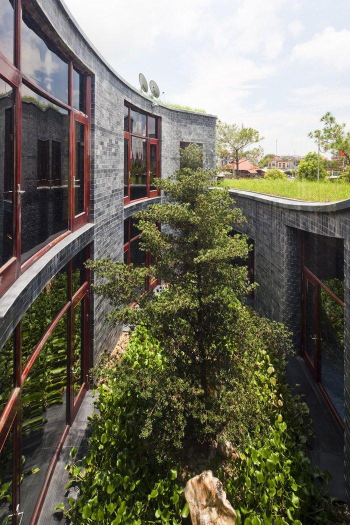 Ngôi nhà đá phủ cây xanh giành giải Kiến trúc xanh Việt Nam