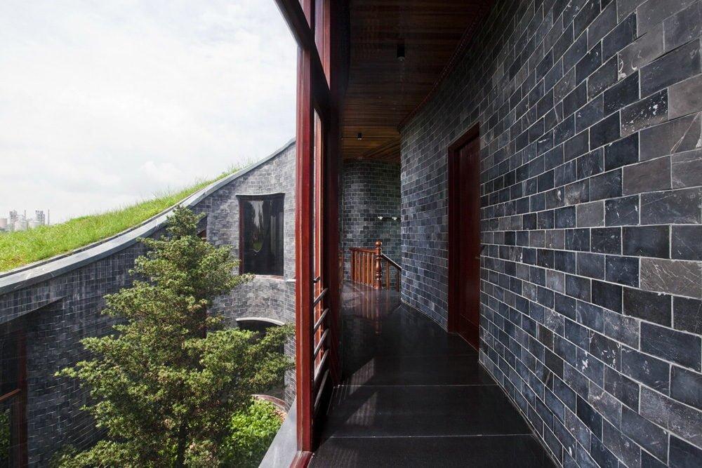 16 1398138911 1200x0 Ngôi nhà đá phủ cây xanh giành giải Kiến trúc xanh Việt Nam qpdesign