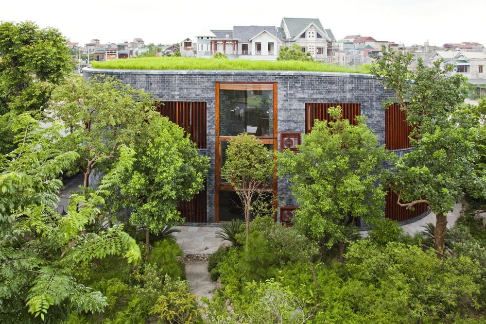 2 1398138907 1200x0 Ngôi nhà đá phủ cây xanh giành giải Kiến trúc xanh Việt Nam qpdesign