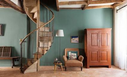 Trang trí cầu thang thành góc đẹp trong nhà