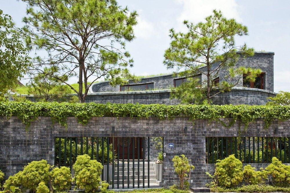 3 1398138907 1200x0 Ngôi nhà đá phủ cây xanh giành giải Kiến trúc xanh Việt Nam qpdesign