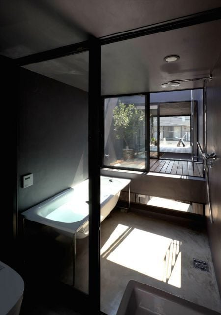 Toshima-long-and-narrow-house-bathroom-1439461839_1200x0