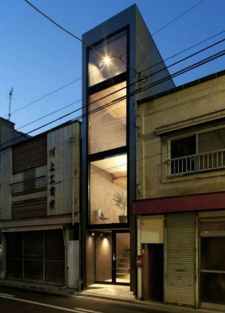 Toshima-long-and-narrow-house-sqeezed-between-buildings-1439461620_1200x0
