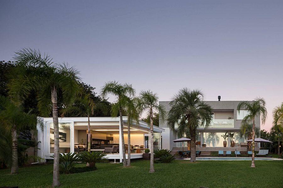 Biệt thự hiện đại với phong cảnh bờ hồ tuyệt đẹp tại Brazil