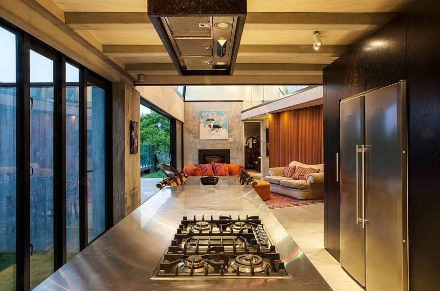 86 Ngôi nhà phong cách công nghiệp với kính, thép là vật liệu chính qpdesign