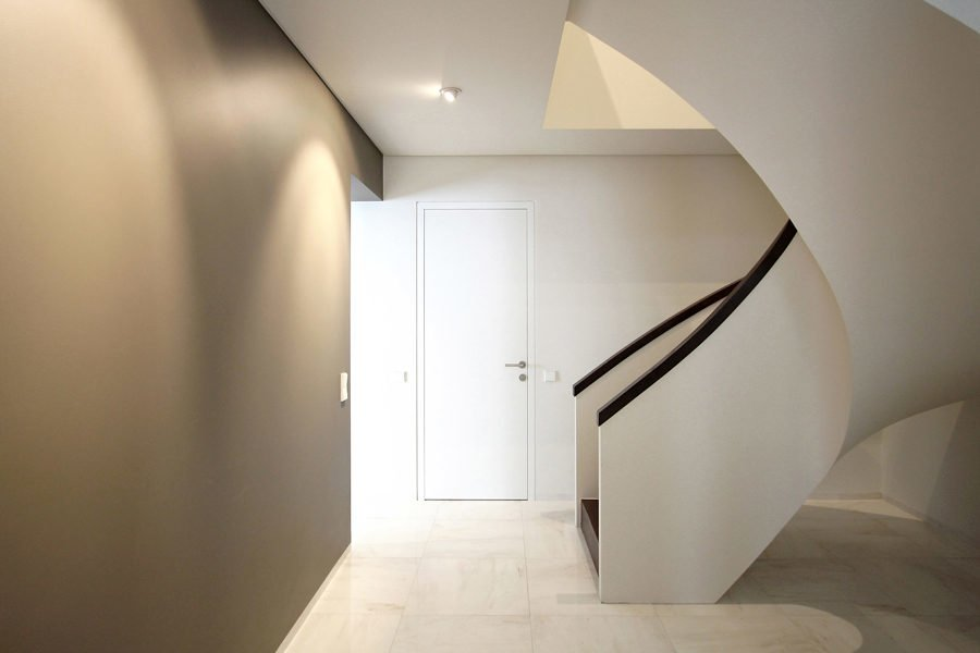 sleek-white-staircase