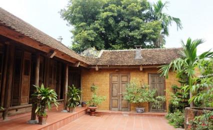 Ngôi nhà cổ với nhiều cây xanh