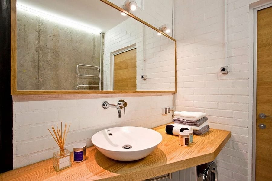 12White-brick-walls-give-the-bathroom-a-vintage-appeal