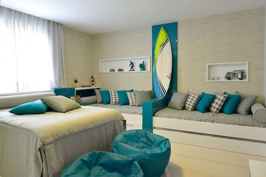 17Plush-daybeds-and-surfboard-on-the-wall-for-the-coastal-style-bedroom