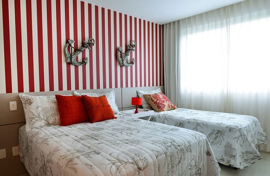18Red-and-white-stripes-for-the-nautical-themed-bedroom-in-white