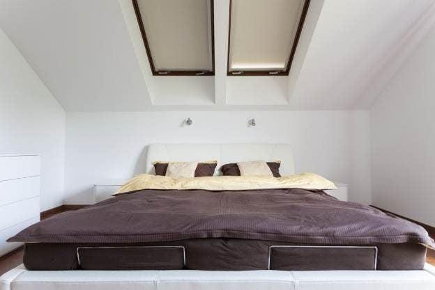 4img20150905104213561 Phá cách cho phòng ngủ với trần thạch cao qpdesign