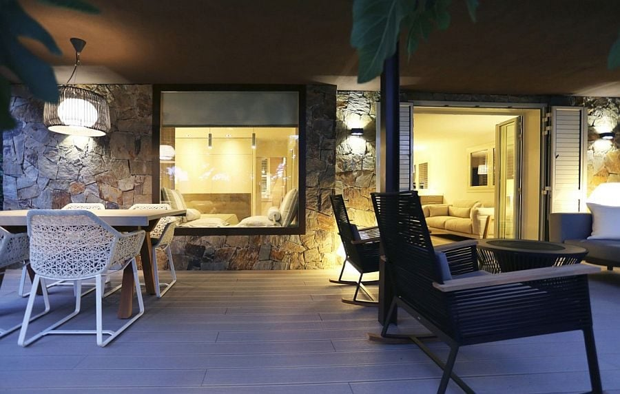5Stone-walls-and-glass-windows-blend-contrasting-textures-seamlessly