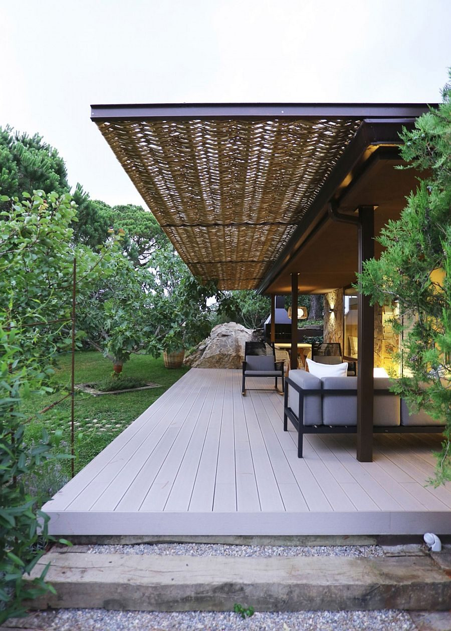 6Wooden-deck-wicker-and-iron-pergola-extend-the-living-area-into-the-lush-green-garden
