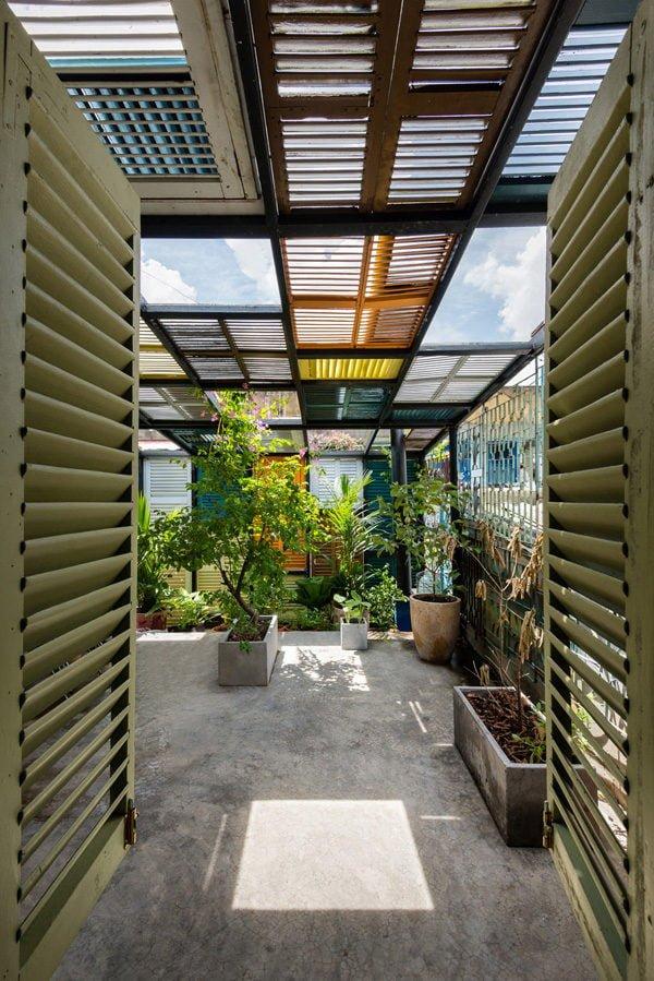 vegan house 11201506271747179438 Vegan House Nhà Sài Gòn cũ được cải tạo đầy sắc màu lên báo Mỹ qpdesign