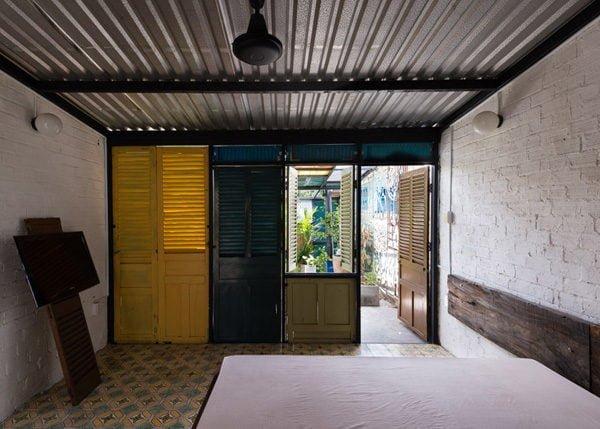 vegan house 13201506271747191628 Vegan House Nhà Sài Gòn cũ được cải tạo đầy sắc màu lên báo Mỹ qpdesign