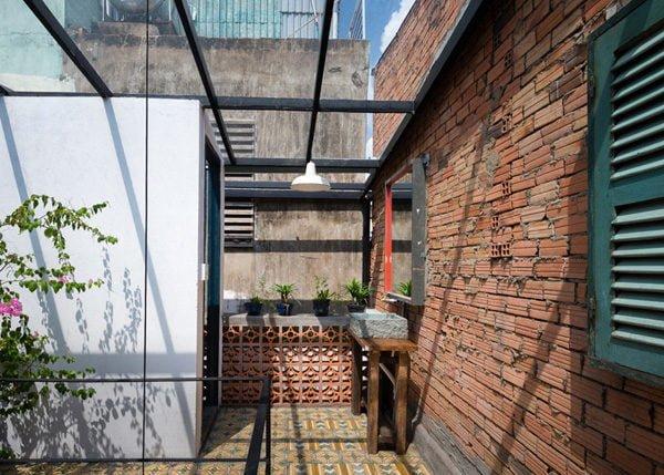 vegan house 5201506271745497877 Vegan House Nhà Sài Gòn cũ được cải tạo đầy sắc màu lên báo Mỹ qpdesign