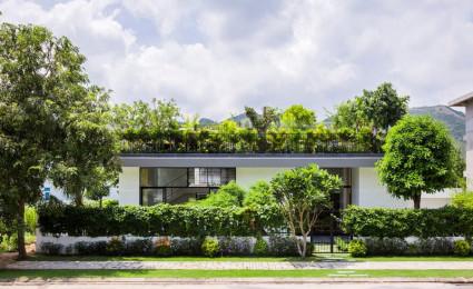 Biệt thự ở Nha Trang với vườn cây trên mái nhà