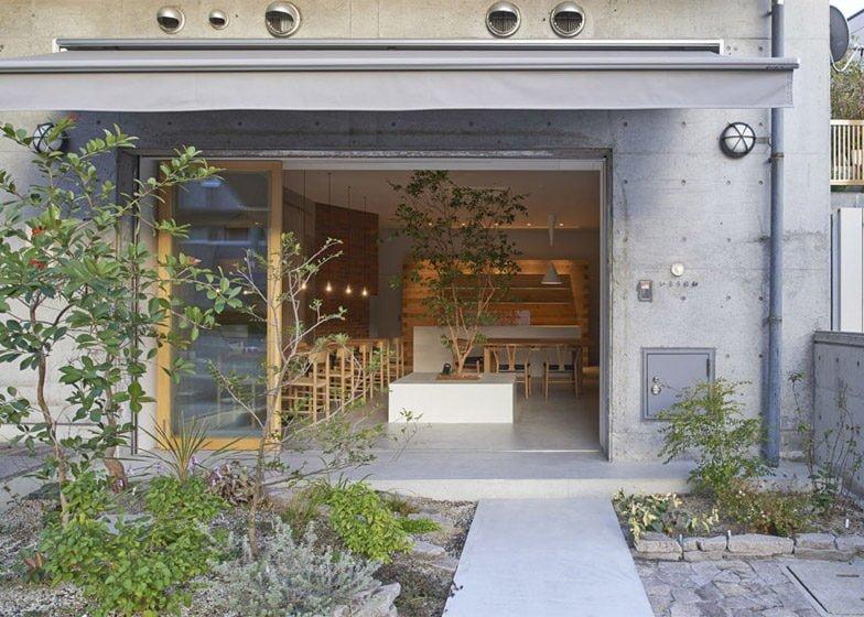 11Ito biyori cafe by Ninkipen Osaka Japan dezeen 784 7 Thiên nhiên trong thiết kế quán cafe của Nhật qpdesign