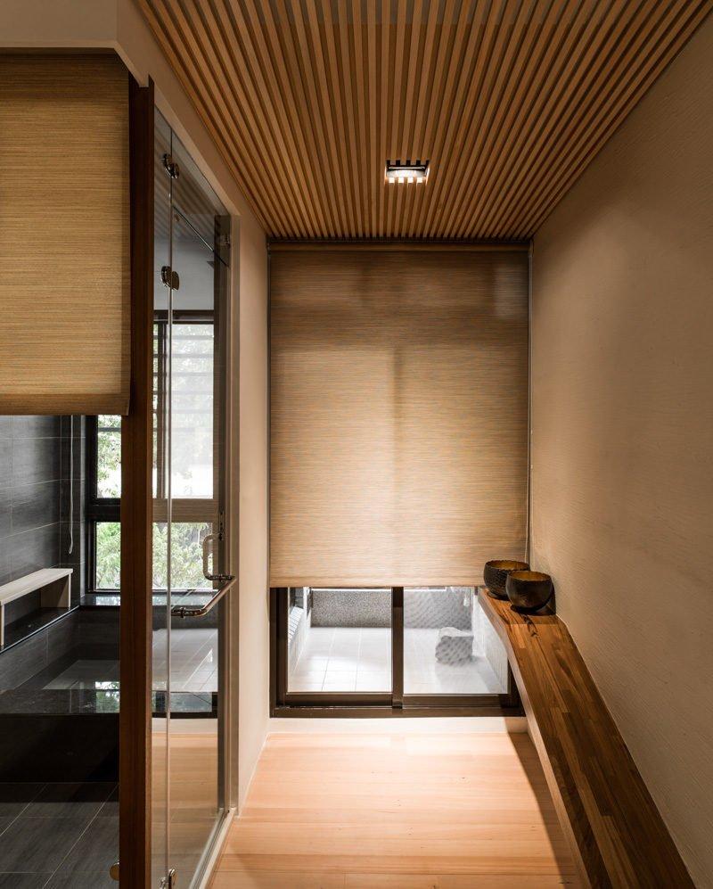 11wood-panel-entryway