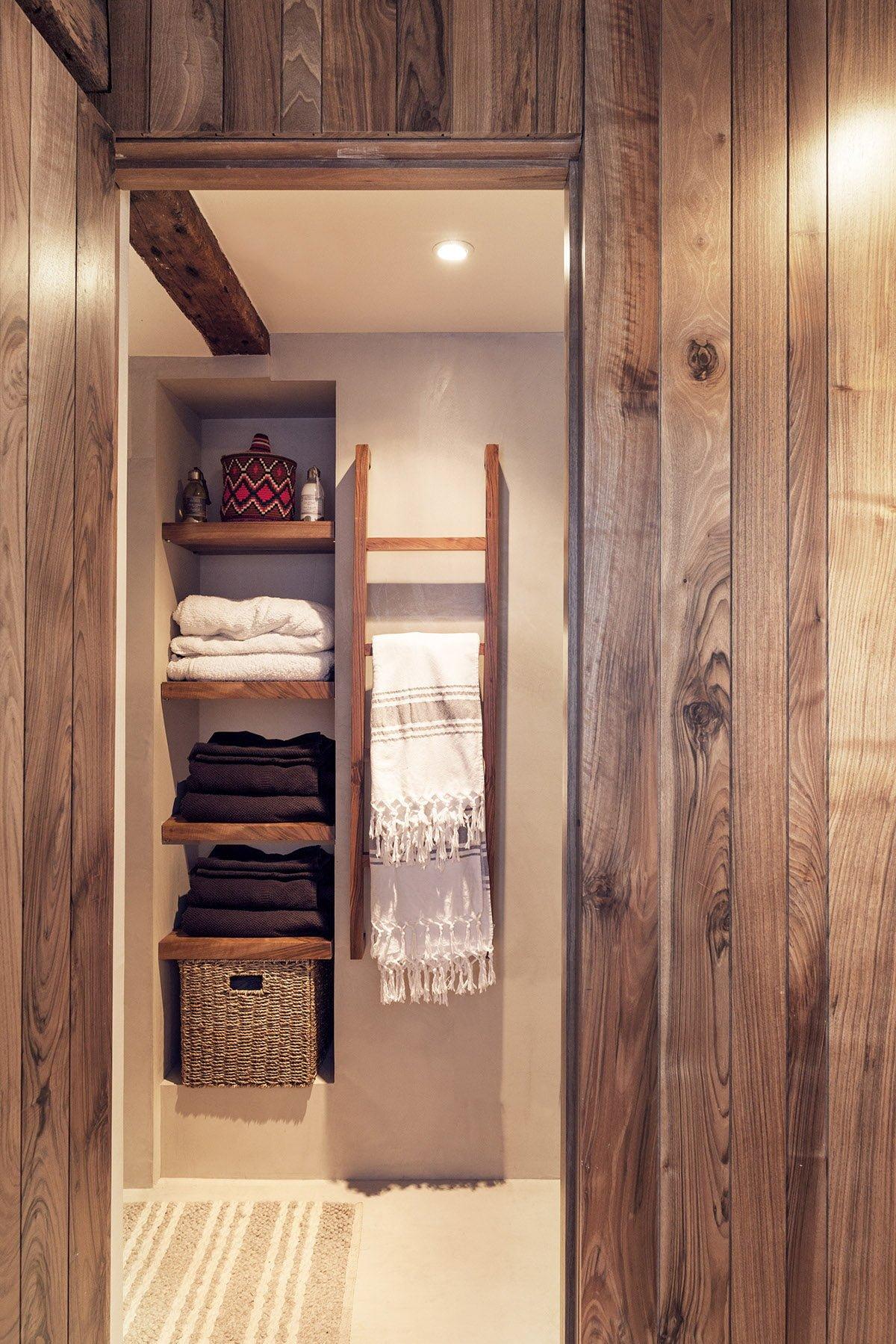 17linen-closet-shelving