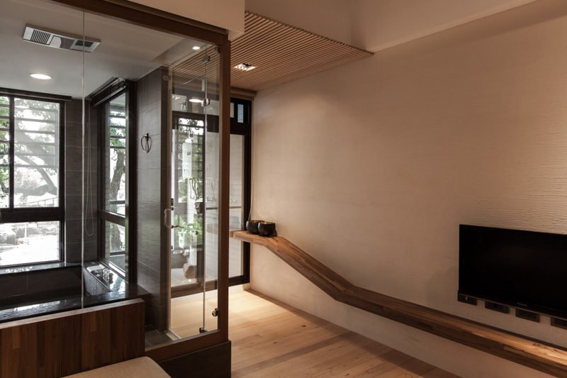 2glass-entryway