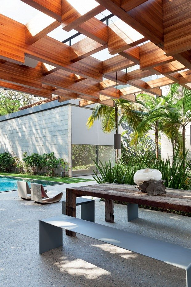 2modern-home-filled-with-greenery-wood-and-artworks-2
