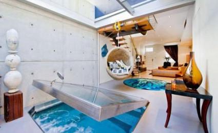 Ngôi nhà có bể bơi nằm trong phòng khách