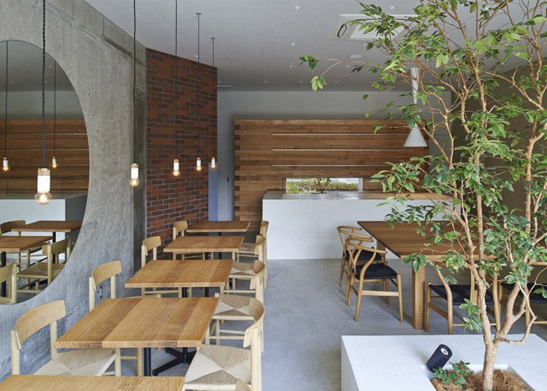 41Ito-biyori-cafe-by-Ninkipen-Osaka-Japan_dezeen_784_1