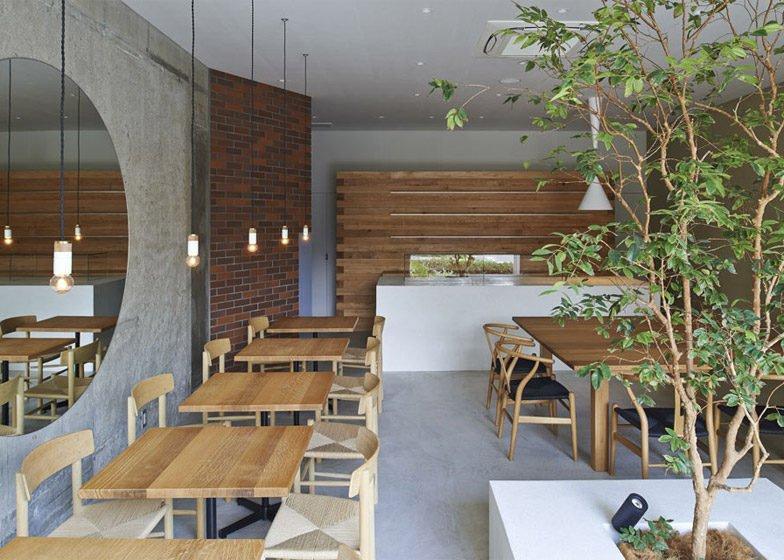41Ito biyori cafe by Ninkipen Osaka Japan dezeen 784 1 Thiên nhiên trong thiết kế quán cafe của Nhật qpdesign