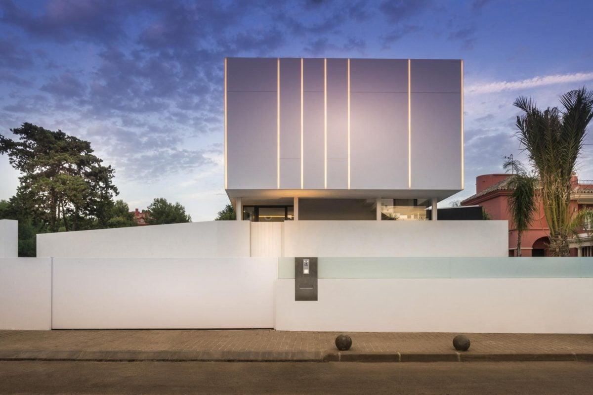4minimalist-white-facade