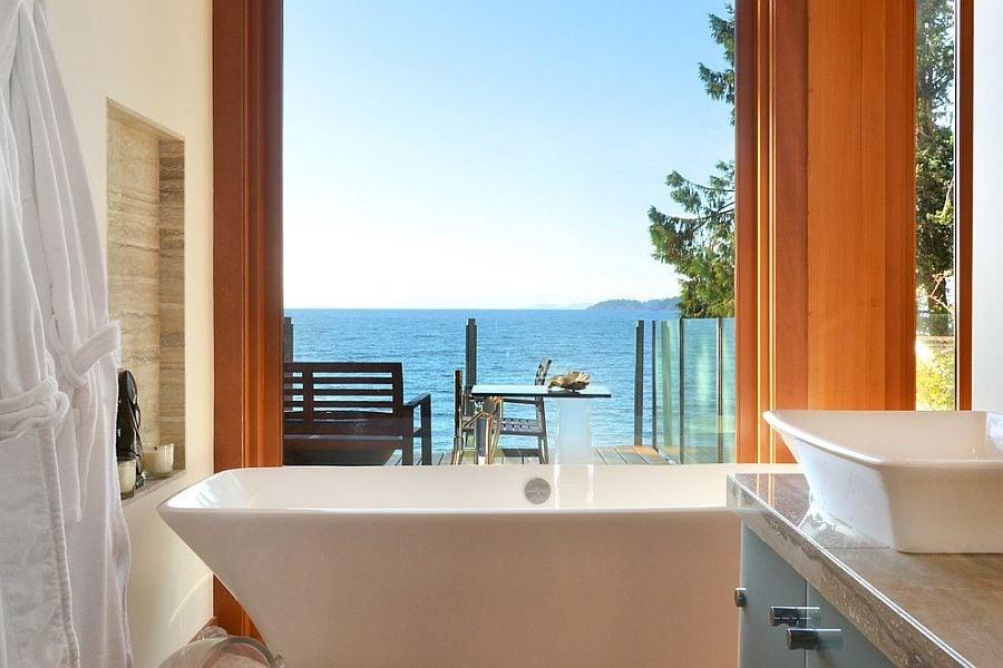 6Take-in-the-mesmerizing-view-as-you-soak-in-the-bathtub