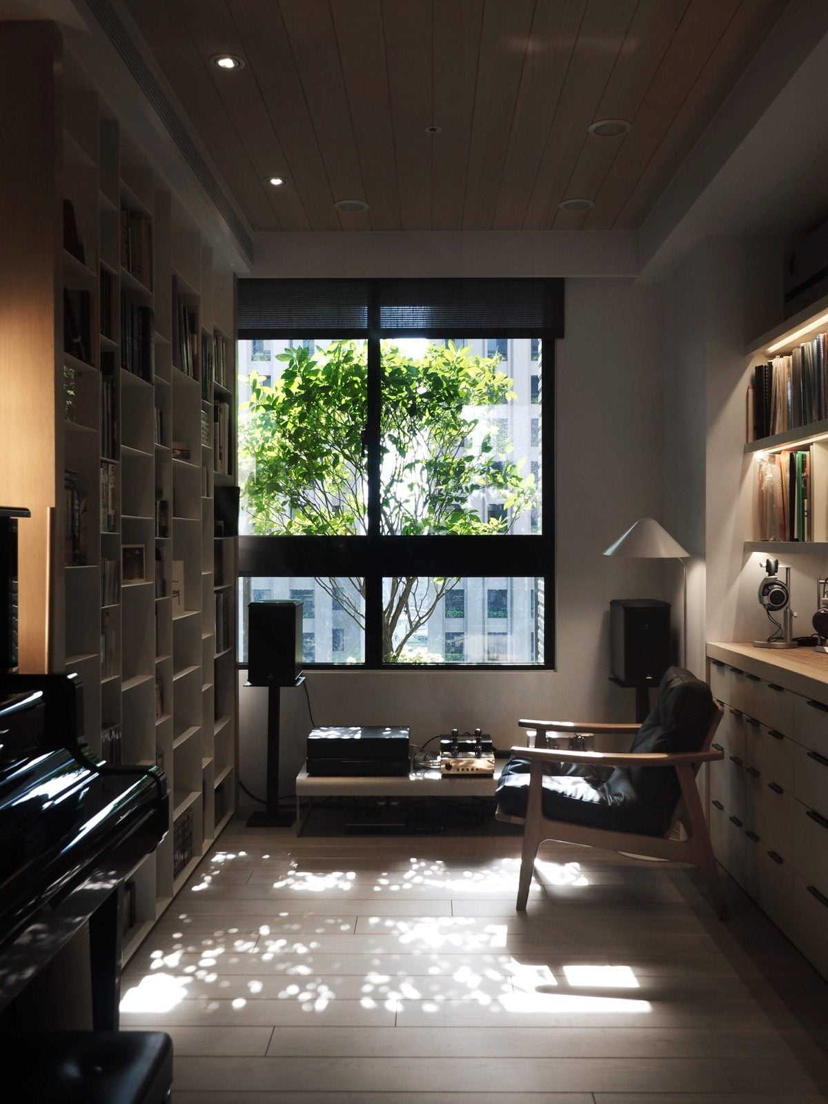 7sunny-reading-nook