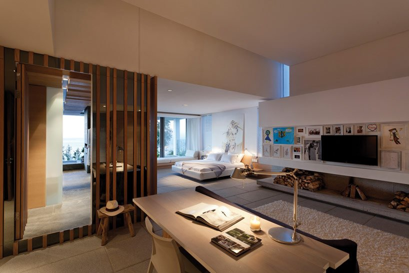 8modern-coastal-house-bedroom